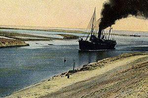 image: Egypt shipping Suez port freight vessel bulk tanker