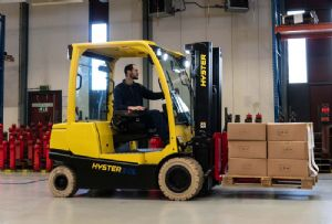image: UK, Hyster, fork, lift, truck, tonnes, lithium, Ion, freight, warehouse, logistics, food, beverage, ambient, pharma,