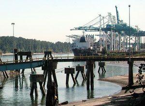 image: US Honduras Sindicato Gremial de Trabajadores del Muelle container shipping terminal 6 Portland port union