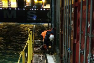 image: Rotterdam, Netherlands, Court, shipping, containers, unions, lashing, dockers, clause, Nautilus NL, FNV Havens, Ver.di,