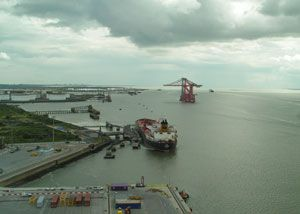 image: UK Thames deep water container port carbon emission reduction terminal London Gateway DP World Planet Mark�