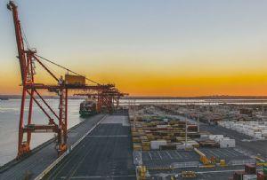image: Australia, MUA, union, Patrick, terminals, container, freight, strike, dispute, Farmers, federation, Crumlin, Port Botany,