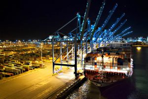 image: Netherlands, Hutchison, port, APM, terminal, TEU, container, handling, acquisition,