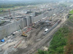 image: Neopanamax Panama Canal freight vessel tugboat captain pilot simulator