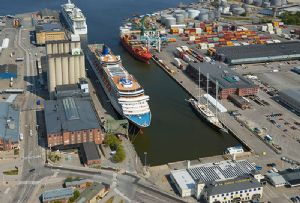 image: Covid-19, pandemic, shipping, containers, port, survey, coronavirus,