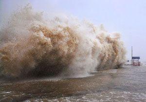 image: Usagi China Philippines typhoon storm shipping port closes Hong Kong drowned crushed