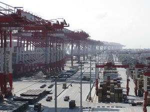 image: Shanghai China ocean freight forwarding container shipping carriers