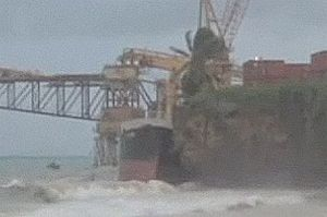 image: New Zealand container ship storm wreck bulk carrier reef