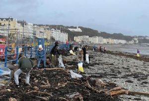 image: UK, Isle of Man, Beach Buddies, PlasticBusters, detritus, maritime, rubbish, junk, clean, beaches, pollution, shipping, App, Eyesea,