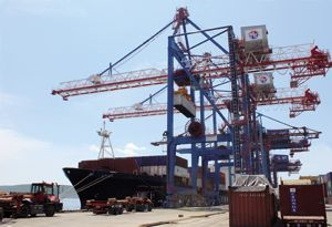 image: BRICS crane export cargo tonnes freight shipyard Goliath gantry ship to shore