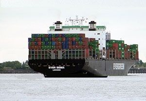image: US whistle-blower oil pollution cargo container hull crack Long Beach ship