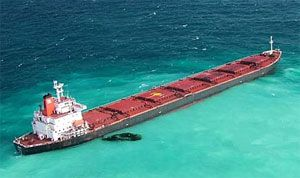 image: Australia shipping freight vessels Shen Neng pilot oil Great Barrier Reef pollution