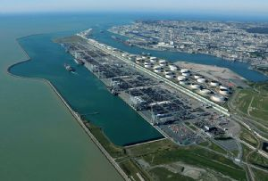 image: France GMP CMA CGM DP World Le Havre port operator berth box line container TEU