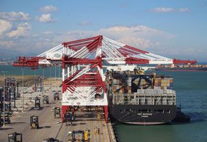 image: Spain Barcelona BEST container freight terminal TEU HPH Hutchison port