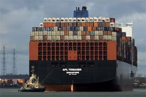 image: CMA CGM Neptune Orient Lines NOL Maersk container shipping freight deal France Singapore Temasek
