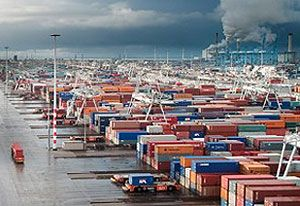 image: Rotterdam port authority Netherlands ECT box handling container shipping line Maersk DP World