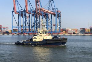 image: Egypt, Suez, Canal, Ever Given, tug, towing, Svitzer,