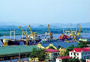 image: 3PL freight forwarding Vietnam heavy lift logistics supply chain