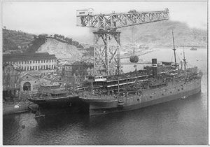 image: Scottish Ten Titan crane Nagasaki Glasgow Mitsubishi shipyard Japan US Vietnam atomic bomb mega crane dry dock Appleby�s maritime RTG engineering