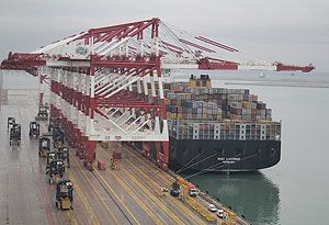 image: Spain Barcelona container terminal BEST box freight cargo TEU 20 foot vessel MSC Livorno