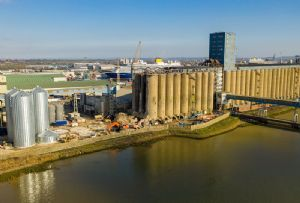 image: UK, Port, Tilbury, grain, silos, intermodal, cargoes, terminal, coaster, post-panamax, fire,