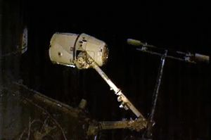 image: Dragon ISS space freight cold cargo vessel