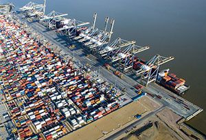 image: UK London Gateway DP World Solent stevedores freight forwarding logistics port container terminal