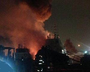 image: Singapore tugs sink shipyard dock fire vessel Tanoto