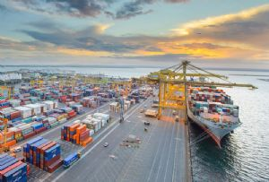 image: Australia, DP World, Maritime Union, Paddy Crumlin, strike, container, terminal, workplace agreement, wharfies,