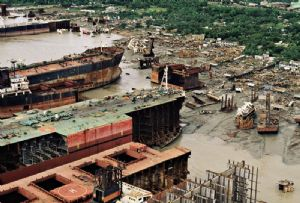 image: VesselsValue, report, H1, 2021, scrappage, scrap, prices, tankers, container ships, bulkers,