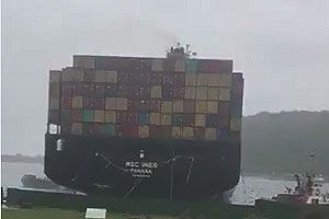image: South Africa Port of Durban shipping cease storm vessel extreme weather