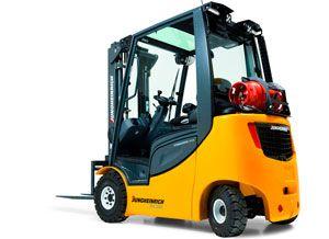 image: UK fork lift truck freight paper reels cargo Jungheinrich