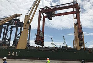 image: Mexico container gantry cranes AAL multipurpose vessel rubber tyred