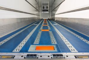 image: UK rollerbed reefer PML Gray & Adams trailer refrigerated walking floor