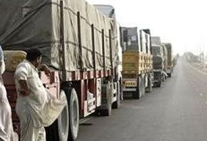 image: Saudia Arabia  UAE truck freight shippers logistics commercial vehicles Customs Hajj lorry queue