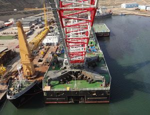 image: Liebherr Azerbaijan shipping port materials handling mobile offshore harbour crane Tilbury