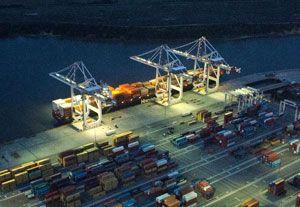 image: US Konecranes deep water port container freight crane handling