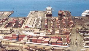 image: Dubai shipping container TEU port freight terminal traffic London Gateway