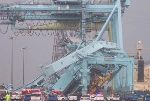 image: UK quay cranes TT Club Port Equipment Manufacturers Association (PEMA) winds safety