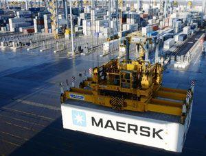 image: UK container shipping deep water port London Gateway DP World TEU handling quay crane