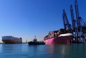 image: Spain, Valenciaport, TEU, vehicles, export, RoRo,