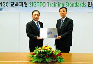image: Lloyd�s Hyundai merchant marine LNG tanker SIGTTO carrier fleet