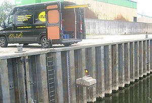 image: US Canada truck hoist crane mobile freight van roof tail lift EasyLoad