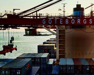 image: Korea container shipping line box vessel freight ship tariff rates Swedish reefers TEU 20 foot