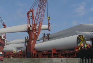 image: UK, Freeport, East, Harwich, Port, Felixstowe, wind, energy, farm, River Thames,
