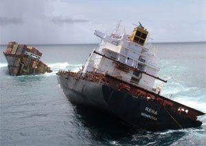 image: Rena New Zealand container ship cargoes vessel Liberian Otaiti/Astrolabe Reef Ngātoro-i-rangi Motiti island Māori