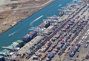 image: US hybrid cargo cranes pollution Oakland port container freight terminal