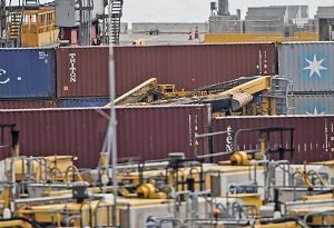 image: New Zealand dock worker dies straddle carrier container port Auckland ITF MUNZ
