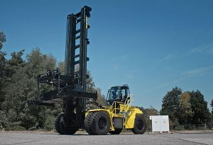 image: US Spain California Hyster container handler fork lift truck hydrogen powered litium Port of Los Angeles