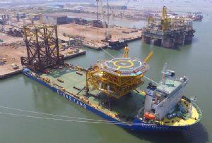 image: South Korea Netherlands ocean heavy lift vessels COSCO Busan ships BigLIft Chung Yang